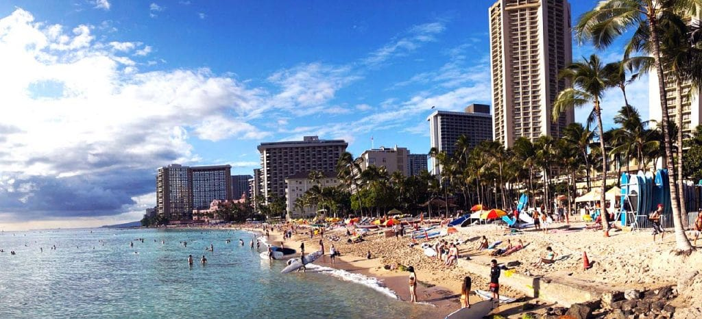 Waikiki - tourist attractions, surfing and perfect beach